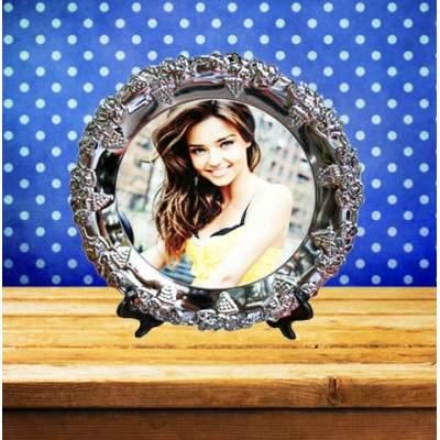 Металлическая тарелка с изображением