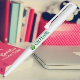 Белая шариковая ручка с логотипом